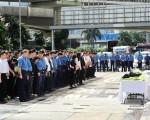 高级消防队长张耀升在迷你仓四级火中殉职,昨有近300人到场路祭。(宋祥龙/大纪元)