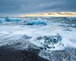 一名著名科学家预测,今年或明年,北极冰盖层可能就会消失,这是10万年来北极首次面临无冰状态。(fotolia)