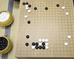 下围棋对培养学生的思考能力、注意力、集中力等都有好处。(余钢/大纪元)