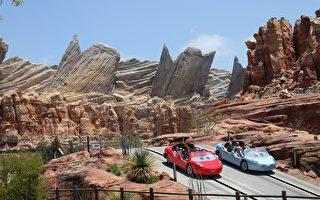 2012年6月15日迪士尼加州冒险乐园,含有《汽車總動員》的人物模型。( Paul Hiffmeyer/Disney Parks via Getty Images)