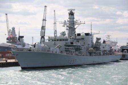 歐盟各國領袖將於2016年6月28日在布魯塞爾舉行峰會,討論英國脫離歐盟後的問題。本圖為英國皇家海軍23型護衛艦HMS威斯敏斯特號,是派駐地中海的維護區域安全的船艦。(Oli Scarff/Getty Images)