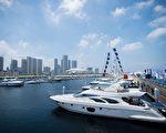 凯捷顾问公司最新全球财富报告显示,2015年亚洲富豪拥有全球最多的财富,大陆的富人增最多。图为停泊在大陆大连港口的奢华游艇。(JOHANNES EISELE/AFP/Getty Images)