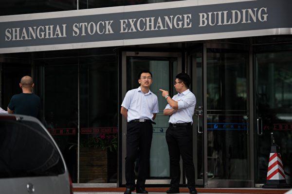 人民币暴跌A股反常大涨 业界解读内幕预警风险
