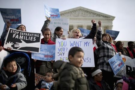 今天1月,部分移民在联邦最高法院前抗议递解非法移民。(Chip Somodevilla/Getty Images)