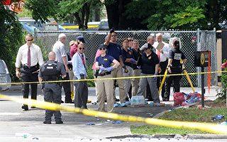 週日(6月12日)凌晨,美國佛羅里達州奧蘭多一夜店發生恐怖襲擊,槍手濫射造成至少50人死亡,另外53人受伤。槍手已被警方击毙。圖為FBI探員在夜店外。(Gerardo Mora/Getty Images)