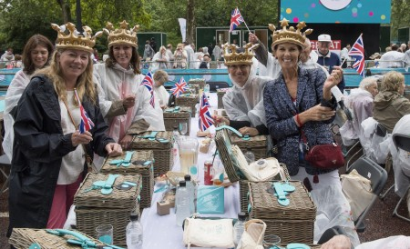 "LONDON, ENGLAND - JUNE 12: Guests attend ""The Patron's Lunch"" celebrations for The Queen's 90th birthday on The Mall on June 12, 2016 in London, England. 10,000 guests have gathered on The Mall for a lunch to celebrate The Queen's Patronage of more than 600 charities and organisations. The lunch is part of a weekend of celebrations marking Queen Elizabeth II's 90th birthday and 63 year reign. The Duke of Edinburgh and other members of The Royal Family are also in attendance. During the lunch a carnival parade will travel down The Mall and around St James's Park. (Photo by Arthur Edwards - WPA Pool/Getty Images)"