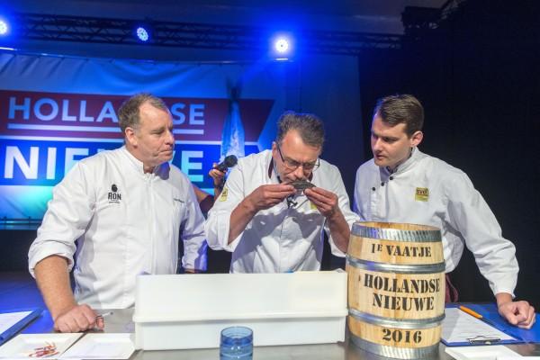 荷蘭2016年第一桶鯡魚身價9萬歐元