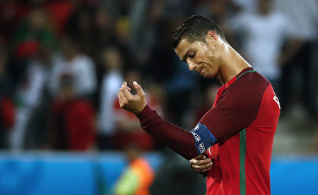 Portugal's forward Cristiano Ronaldo reacts after the Euro 2016 group F football match between Portugal and Iceland at the Geoffroy-Guichard stadium in Saint-Etienne on June 14, 2016. / AFP / ODD ANDERSEN        (Photo credit should read ODD ANDERSEN/AFP/Getty Images)