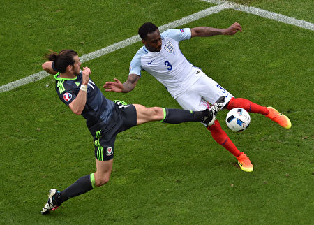 England's defender Danny Rose (R) and Wales' forward Gareth Bale vie for the ball during the Euro 2016 group B football match between England and Wales at the Bollaert-Delelis stadium in Lens on June 16, 2016. / AFP / PHILIPPE HUGUEN        (Photo credit should read PHILIPPE HUGUEN/AFP/Getty Images)