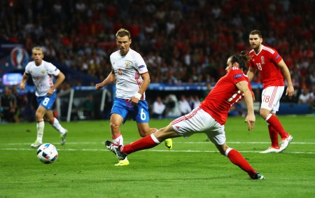 TOULOUSE, FRANCE - JUNE 20: Gareth Bale of Wales scores his team's third goal during the UEFA EURO 2016 Group B match between Russia and Wales at Stadium Municipal on June 20, 2016 in Toulouse, France. (Photo by Dean Mouhtaropoulos/Getty Images)