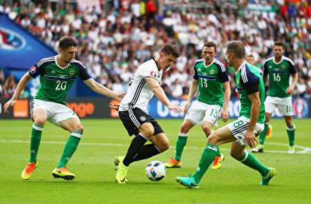 PARIS, FRANCE - JUNE 21: Mario Gomez (2nd L) of Germany controls the ball under pressure of Craig Cathcart  (1st L), Corry Evans (3rd R) and Aaron Hughes (2nd R) of Northern Ireland during the UEFA EURO 2016 Group C match between Northern Ireland and Germany at Parc des Princes on June 21, 2016 in Paris, France.  (Photo by Clive Mason/Getty Images)