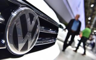 德国大众汽车公司将为尾气门丑闻付出巨大代价。目前有消息称,大众打算花100亿美元了结在美国的官司。(JOHN MACDOUGALL/AFP/Getty Images)