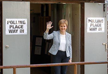 苏格兰首席部长施特金周六表示,在英国公投通过脱欧后,苏格兰政府将展开行动,以保护其在欧盟的会员身份,并为可能再次举行独立公投作准备。 (ROBERT PERRY/AFP/Getty Images)