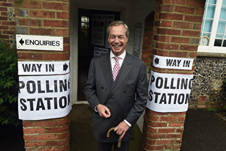 英国独立党UKIP的领导人Nigel Farage在投票站。(Mary Turner/Getty Images)