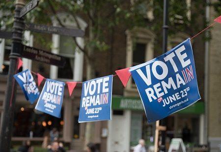 英國脫歐公投最終結果顯示,脫歐派以51.9%比48.1%勝出,使英國成為史上首個退出歐盟的國家,令世界震驚。評論稱,這可能會改變歐洲甚至全球的政治和經濟格局。(Matt Cardy/Getty Images)