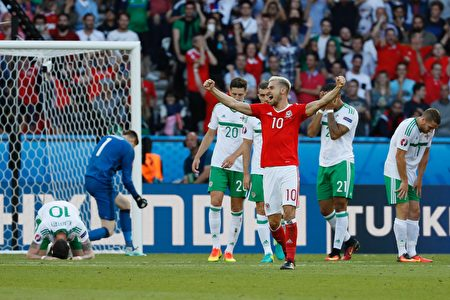 Wales' midfielder Aaron Ramsey celebrates their victory during the Euro 2016 round of sixteen football match Wales vs Northern Ireland, on June 25, 2016 at the Parc des Princes stadium in Paris. / AFP / Thomas SAMSON        (Photo credit should read THOMAS SAMSON/AFP/Getty Images)