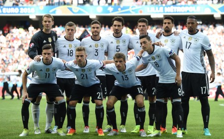 Germany's squad (back L-R) goalkeeper Manuel Neuer, midfielder Toni Kroos, defender Jonas Hector, defender Mats Hummels, forward Mario Gomez, midfielder Sami Khedira, defender Jerome Boateng, (L-R) midfielder Julian Draxler, midfielder Joshua Kimmich, midfielder Thomas Mueller and midfielder Mesut Oezil pose for a group picture ahead of the Euro 2016 round of 16 football match between Germany and Slovakia at the Pierre-Mauroy stadium in Villeneuve-d'Ascq near Lille on June 26, 2016. / AFP / PATRIK STOLLARZ (Photo credit should read PATRIK STOLLARZ/AFP/Getty Images)