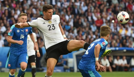 Germany's forward Mario Gomez (L) vies with Slovakia's defender Peter Pekarik during the Euro 2016 round of 16 football match between Germany and Slovakia at the Pierre-Mauroy stadium in Villeneuve-d'Ascq, near Lille, on June 26, 2016. / AFP / PHILIPPE HUGUEN (Photo credit should read PHILIPPE HUGUEN/AFP/Getty Images)