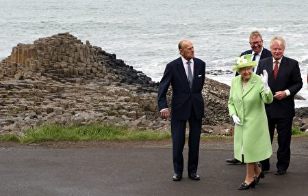 6月28日女王夫婦在北愛爾蘭訪問。(PAUL FAITH/AFP/Getty Images)