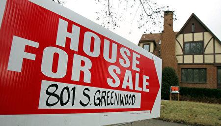 美国5月新房销售下跌,成屋销售量达到9年新高。图为美国伊利诺伊州一处待售的独立屋。  (Photo by Tim Boyle/Getty Images)
