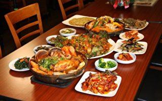 """来韩国螃蟹料理(Crab House)您就可以尝到正宗的""""酱螃蟹""""。(大纪元)"""