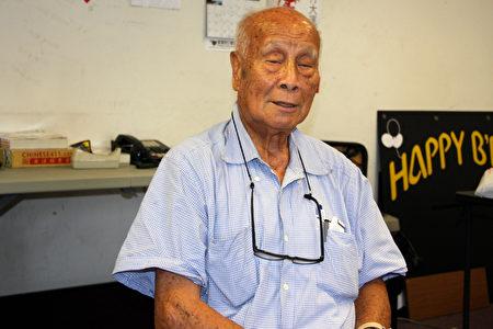 遇西裔租客缴欠房租又不愿离去的洛杉矶罗斯蜜市(Rosemead)81岁居民冯老先生。(徐绣惠/大纪元)