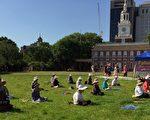 2016年6月19日上午,在美国费城自由钟广场,英国著名制片人兼导演John Blystone先生,坚持与法轮功学员一起打坐。(肖捷/大纪元)