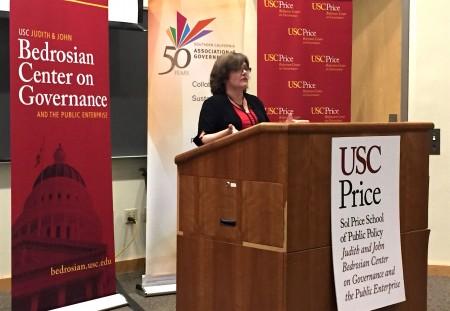 美国地震学家琼斯(Lucy Jones)6月23日在南加州大学推出减少灾害风险的报告。(李珊/大纪元)