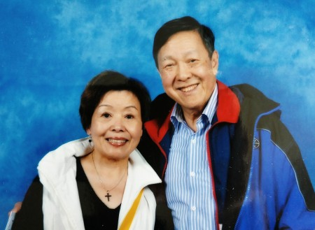钱慰曾博士及太太欧阳金玲老师创办了圣道中文学校与加西侨校中文联合会,在BC省大力推广中文教育 。(钱慰曾博士提供)