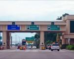 图说:奥兰多市SR408州内高速公路上的Pine Hills收费广场。下一座收费站离这里仅3.2英里。(大纪元/岑华颖)