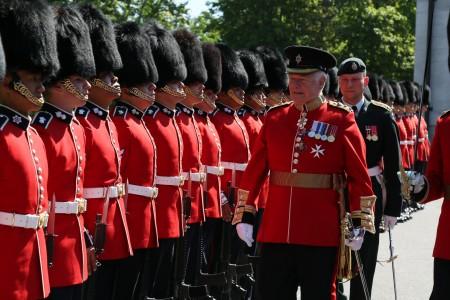 2016加拿大首都渥太華總督府禮賓警衛團年檢閱兵式。(任喬生/大紀元)