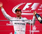 F1欧洲站,梅赛德斯车队的罗斯伯格一路领跑夺冠。(Dan Istitene/Getty Images)
