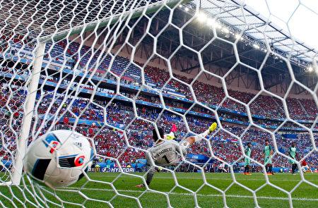 2016年欧洲杯16强对阵形势揭晓,强强对话即将上演。 (Julian Finney/REMOTE/Getty Images)