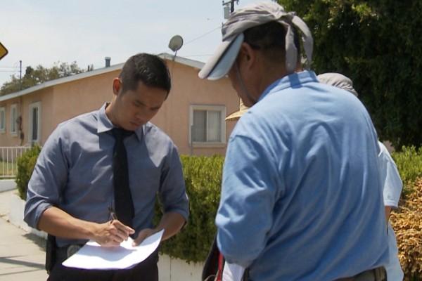 洛杉矶警察出马 给侵占华人屋老墨下逐客令