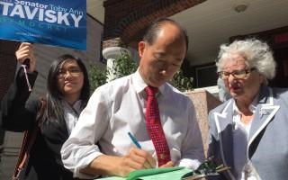 史塔文斯基拜访选民 收集连署签名