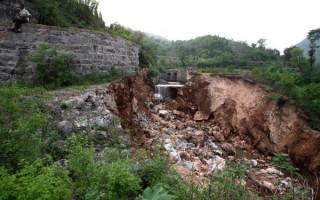 2014年6月23日凌晨,河南省林州市红旗渠的总干渠赵所段发生40米决口,下冲的洪水将附近的赵所村淹没,大量民房被冲毁,农田被淹。图为被洪水淹没的村庄。(大纪元资料室)