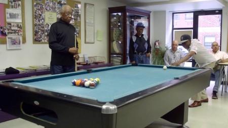 纽约的老人中心提供丰富多彩的活动。 (庄翊晨/大纪元)