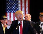 川普履行竞选承诺,将第二季度的工资捐赠给美国教育部。 ( JEWEL SAMAD/AFP/Getty Images)