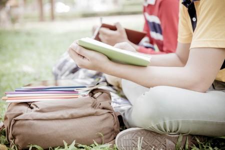 越来越多来美国读高中的中国大陆学生,不是选择华人聚集的大城市如纽约或洛杉矶,而是小城市的私立高中。(Shutterstock)