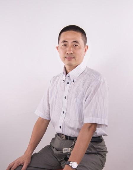 提升水性塗料性能,吳鑫取樂在其中。(新玉實業提供)