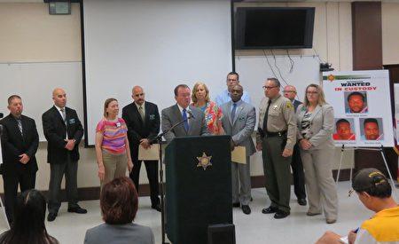 洛杉矶县警方召开说明会,公布三名嫌犯。(袁玫/大纪元)