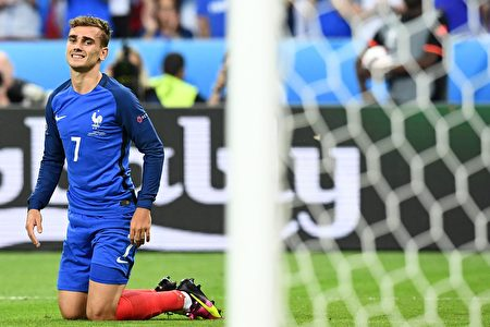 2016年7月10日,法国前锋格里兹曼在比赛中。(FRANCK FIFE/AFP)