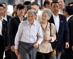 日皇明仁是否「生前退位」,日本宮內廳正研議,安排日皇快則於8月上旬對人民表述心境。( AFP PHOTO / TORU YAMANAKA)