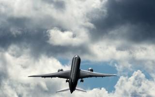 """""""垂直起飞"""" 波音787客机高空秀特技"""