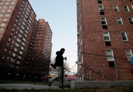 房租不斷上漲的情況下,紐約的穩租公寓更顯得供不應求,圖為曼哈頓的一處穩租公寓。 (Chris Hondros/Getty Images)