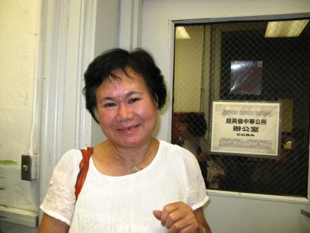 """余丽媖代表""""波城协胜公会""""出席中华公所会议。(冯文鸾/大纪元)"""