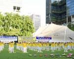 獅城法輪功學員紀念反迫害17週年 民衆支持