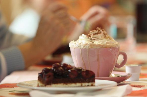 甜食不宜過多食用,尤其在晚間,會使人發胖。(Sean Gallup/Getty Images)