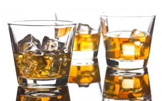 三個玻璃威士忌(fotolia)