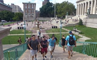 美國教育協會報告顯示,2014年在美高等教育機構學習的國際學生人數有88萬人,較去年同期相比增幅為8%。其中,在美的中國留學生超過27萬人,佔31%。(蔡溶/大紀元)